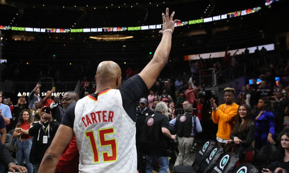 Vince Carter salue la foule çà la fin de son dernier match